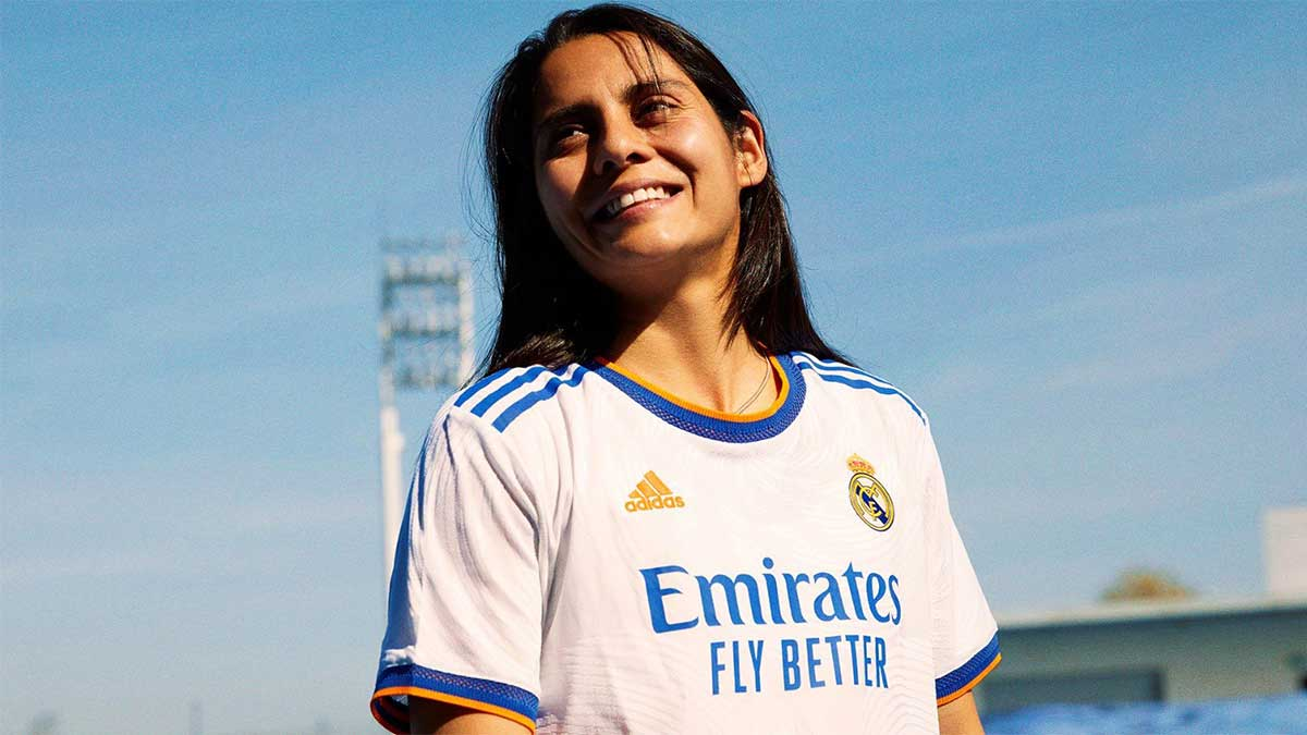 """Kenti Robles """"presume"""" el nuevo uniforme del Real Madrid"""