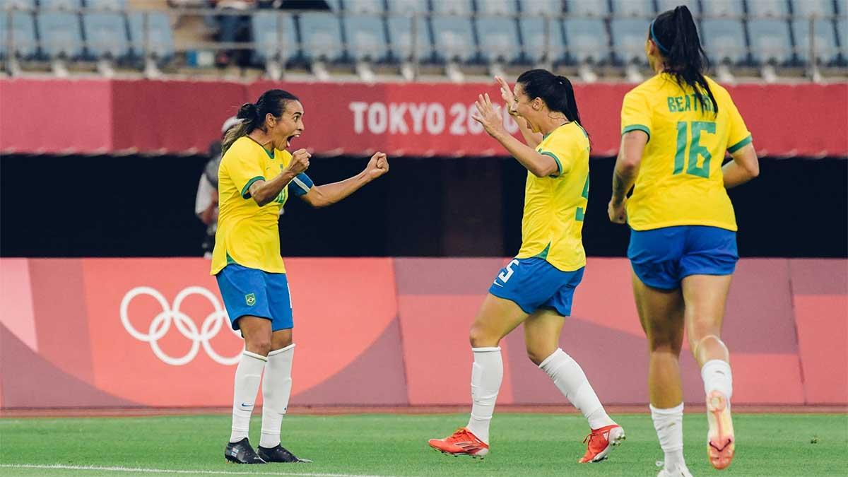 """Pelé se rinde al talento de Marta: """"Ayudas a construir un mundo mejor con tus pies"""""""