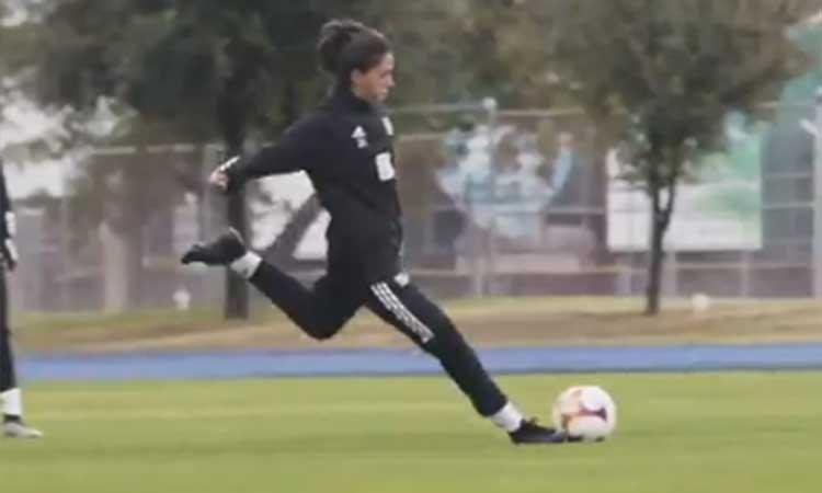Golazo de María Sánchez en el entrenamiento de Tigres